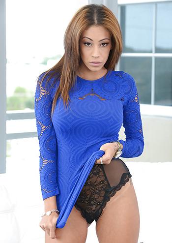 Naked latina Jamie Valentine