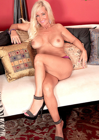 Big tits milf Barbi Banks foot fetish