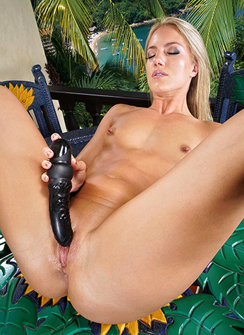 Naked blonde Candice Dare