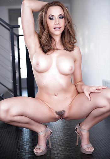 Naked milf Kendall Kayden