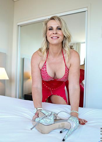 Sammi Rox plays with her big boobs